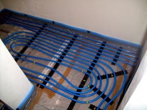 Fußbodenheizungsanlage mit 5-Schicht Verbundrohr